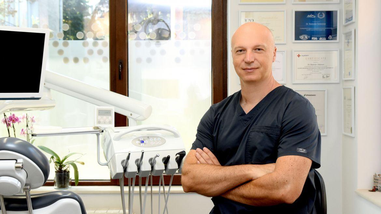 Лечение с неподвижни металокерамични мостове фиксирани върху импланти
